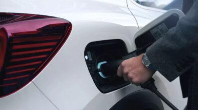 Wat is het verschil tussen een hybride wagen en een oplaadbare hybride wagen ?